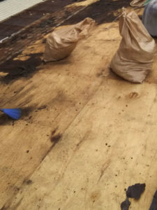 京都市右京区にて雨漏り修理 野地板施工