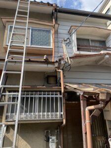 長岡京市にて雨漏り修理に伴う雨樋の新設工事 施工前