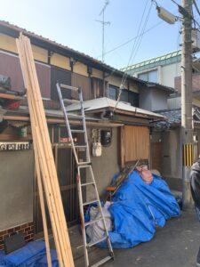 瓦を下ろし、寸三垂木を入れて構造用合板12ミリを施工