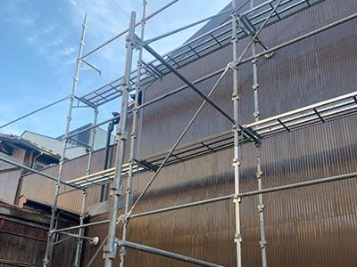 京都市中京区にて、隣家補修に伴う波板板金施工工事