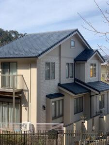 屋根材はROOGA、雨樋はPanasonic製へと交換