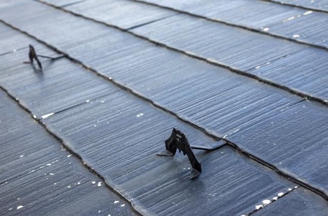 アスベストを含んだスレート屋根の見分け方と屋根リフォームの方法について